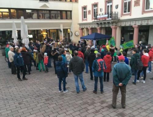 Draußen Demo, drinnen Klimaschutzkonzept